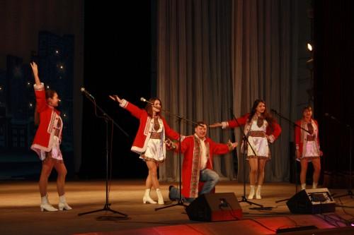 Народным ансамблем эстрадной песни «Ре-Ми» (город Макеевка)